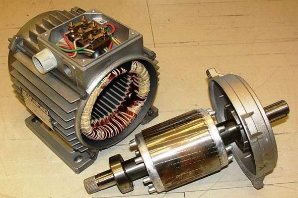Разобранный электродвигатель для прогрева