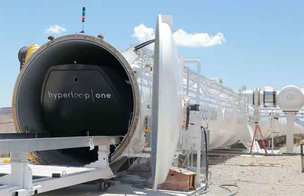 Капсула Hyperloop на старте