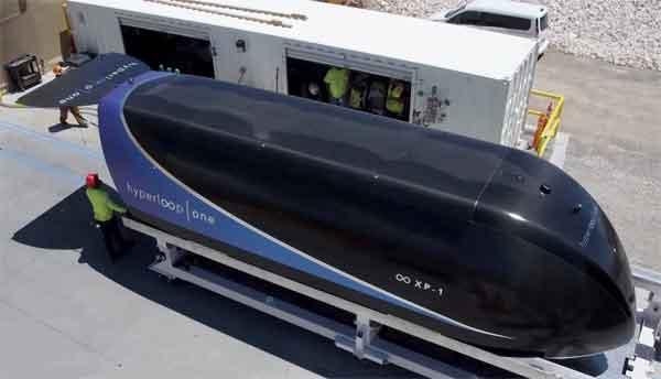 Капсульный поезд Hyperloop перед очередным заездом