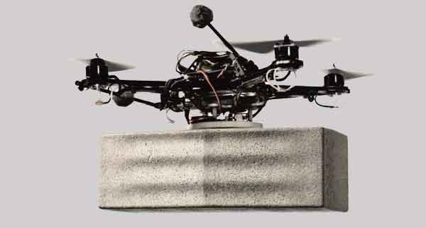 Строительный дрон в работе