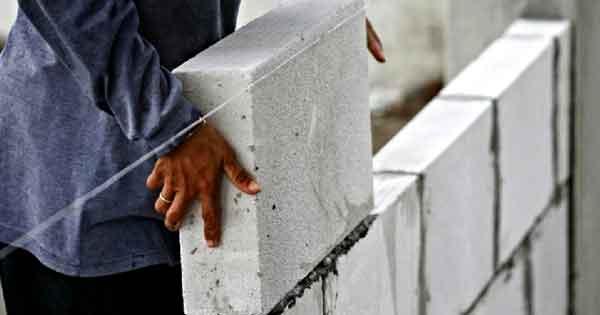 Укладка блоков газобетона