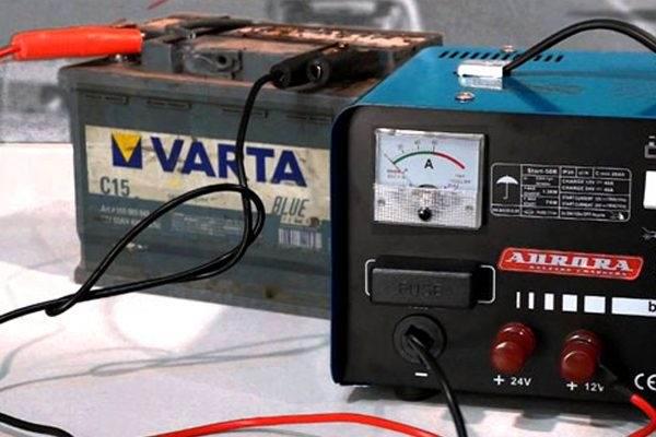 Какое напряжение ставить при зарядке аккумулятора