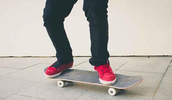 Стойка на скейтборде