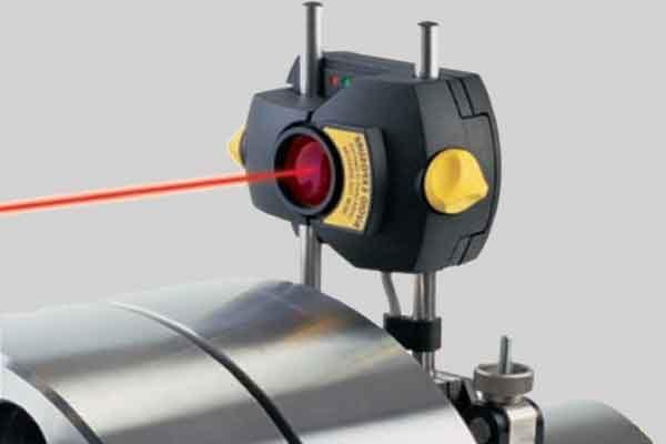 Центровка машин часовым индикатором и лазерным уровнем