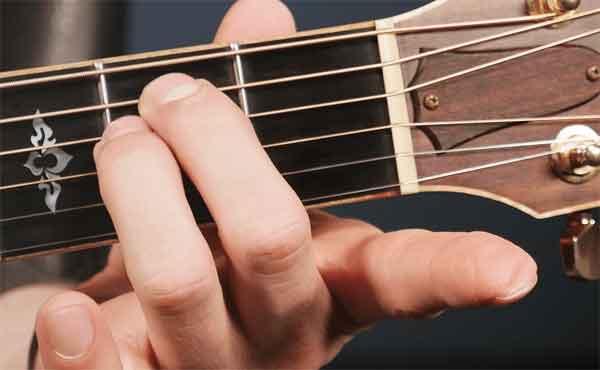 Взятие аккордов на гитаре