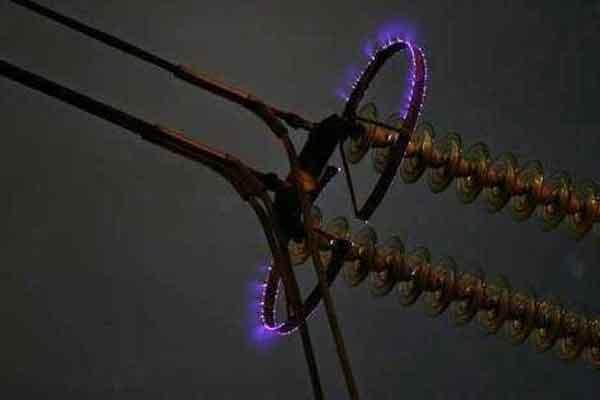Эффект короны на высоковольтных линиях электропередач