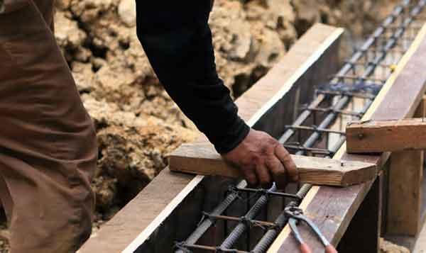 Построение фундамента дома из брёвен