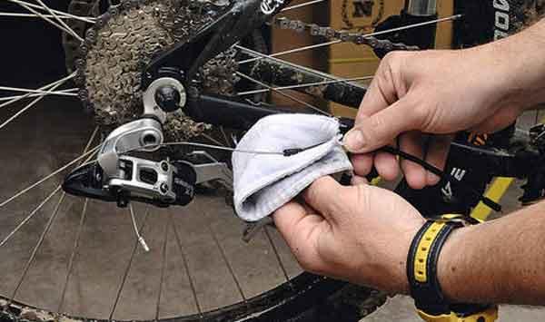 Смазка силовых тросов велосипеда