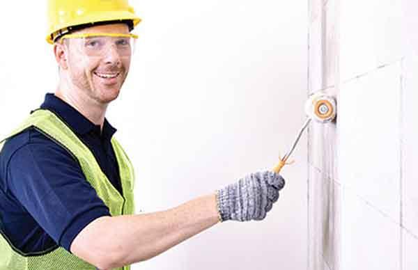 Обработка поверхности газобетонной стены
