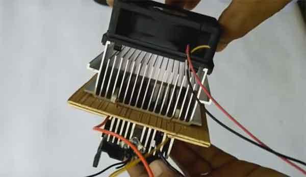 Электронный модуль мини-холодильника