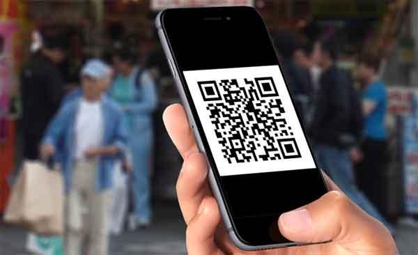 QR-код на экране смартфона пользователя