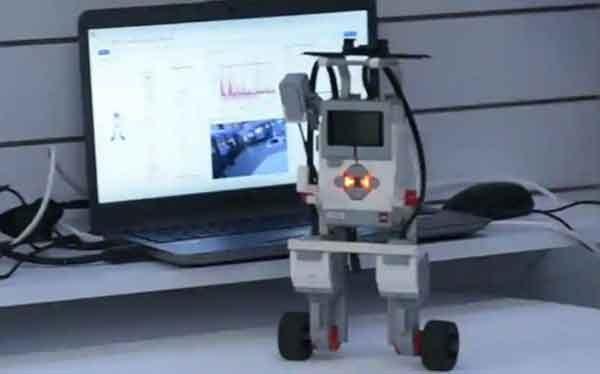 Индийский робот с каналами связи 5G