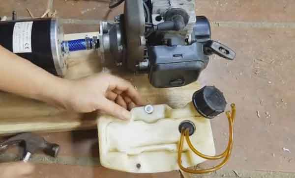 Крепление топливного бака генератора