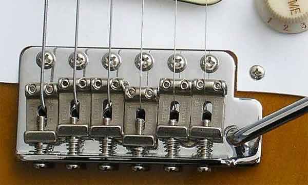 Мост электрогитары типа Strat