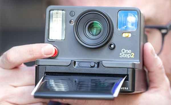 Подарок эхо-бумеру Polaroid Originals OneStep+