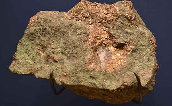 Никколит - минералсодержащая руда, из которой добывается никель