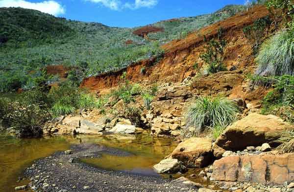 Рудник Новой Каледонии, где добывается никель