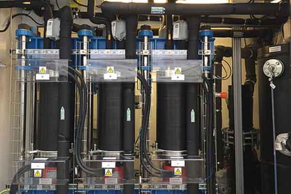 Вариант электролизёра промышленного типа с протонобменной мембраной