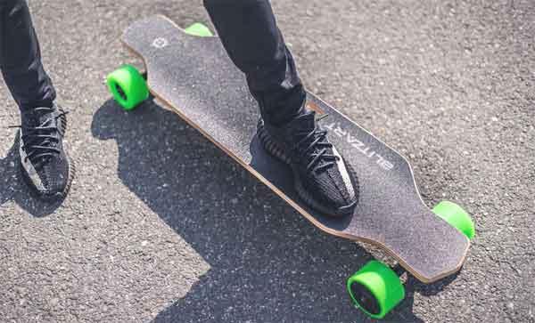 ТОП-6 электрических скейтов: модель Blitzart Huracane 38