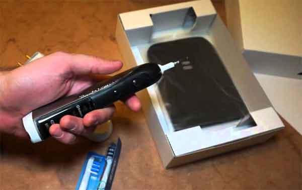 Электрическая зубная щётка Oral-B-7000