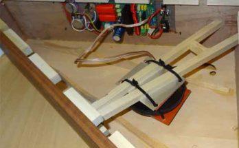Исследуются акустические резонаторы однонаправленного действия
