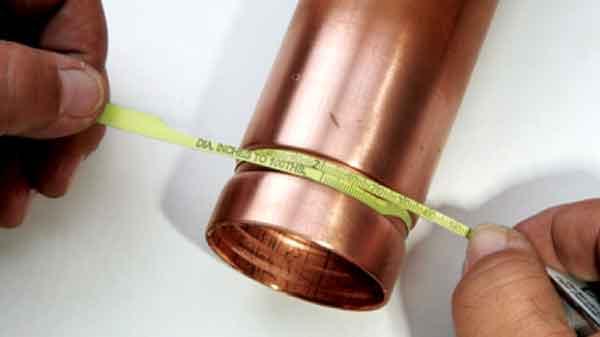 Накатанная канавка на концевой части медной трубы