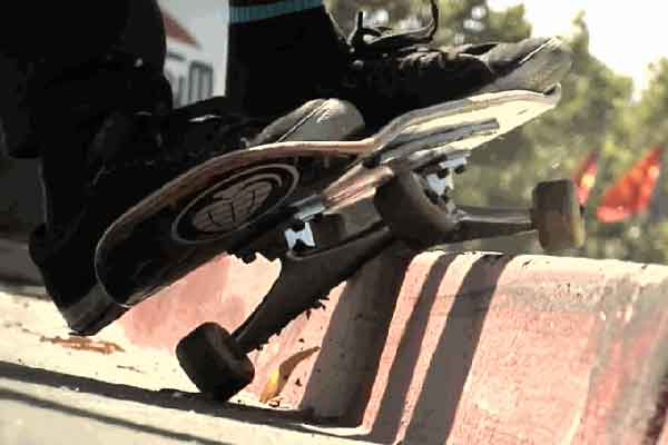 Уроки скейтбординга: как делать «Slappy Grind» на скейтборде?