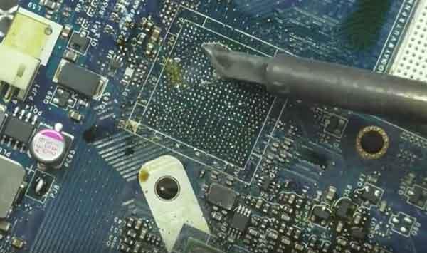 Зачистка места установки микросхемы BGA