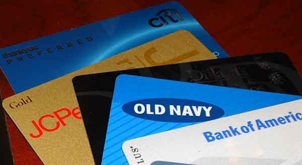 Как создать кредитную историю картами магазинов?