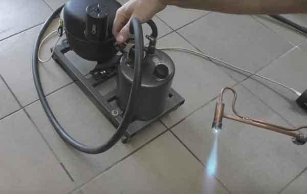 Бензовоздушная горелка: пробный поджиг и регулировка пламени