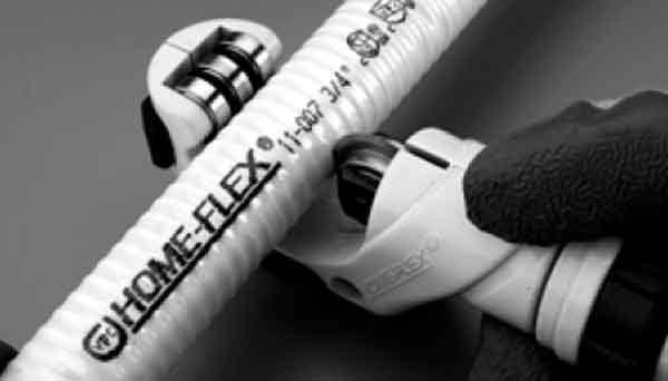 Газовые трубы, монтаж, обрезка специальным трубным резаком