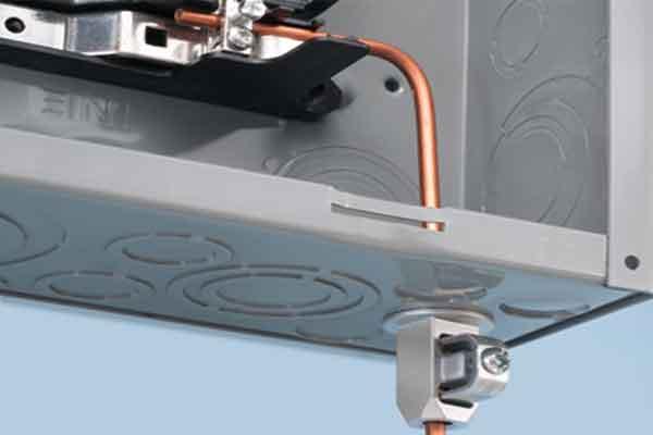 Заземляющий проводник подключенный к шине щита