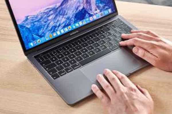 «MacBook Pro» последней версии активно рекламируется инженерами «Apple»