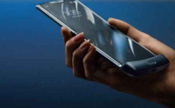 «Razr» от «Motorola» легендарный смартфон-раскладушка с двумя экранами