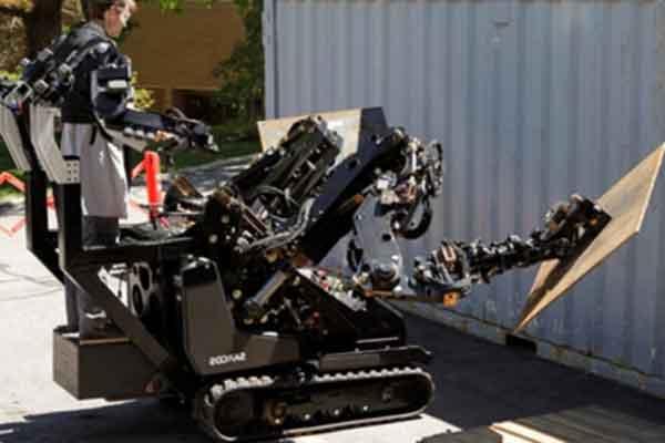 """Гусеничный робот """"Guardian GT"""" занимается физической работой"""