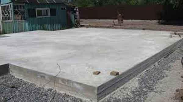 """Бетонные плиты и цементное """"молочко"""" на поверхности"""