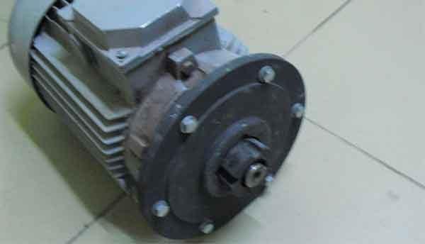 Конус-замковая полумуфта и процедура насадки на механический вал