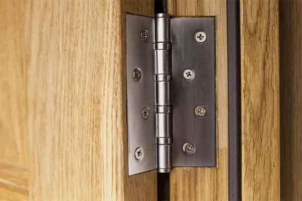 Двери входные и межкомнатные: обзор широко распространённых конструкций