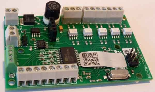 Программируемое реле и электронная плата микро ПЛК для сравнения