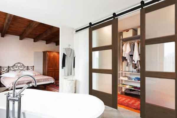 Двери входные и межкомнатные - стиль амбарный
