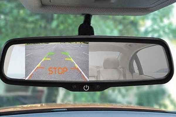 Автомобиль: зеркало заднего вида с камерой видеорегистратором и другими опциями