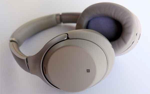 Наушники фирмы Sony модель WH1000XM3 с шумоподавлением