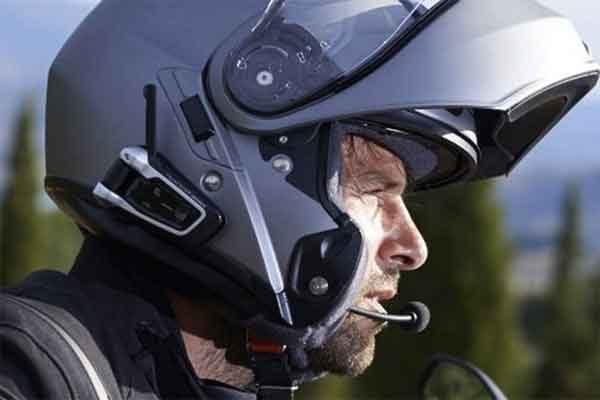 Гарнитура Packtalk Black для мотоциклистов с поддержкой связи интерком